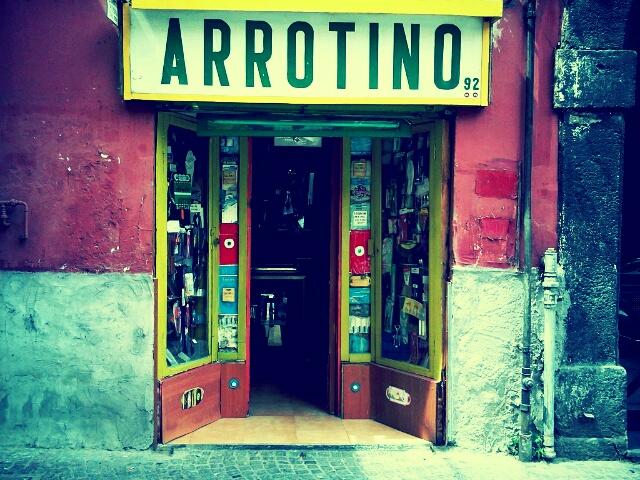 "vetrina bottega ""arrotino"" | via Piedigrotta, Napoli"